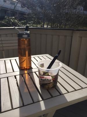 Første lunsj på terrassen