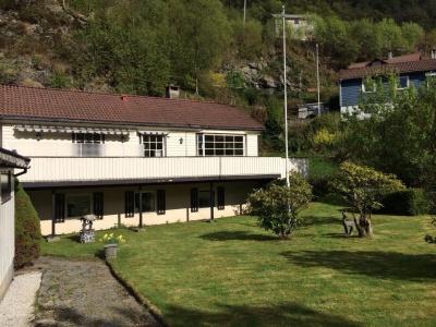 Her er huset, badet i nydelig Bergensvær!